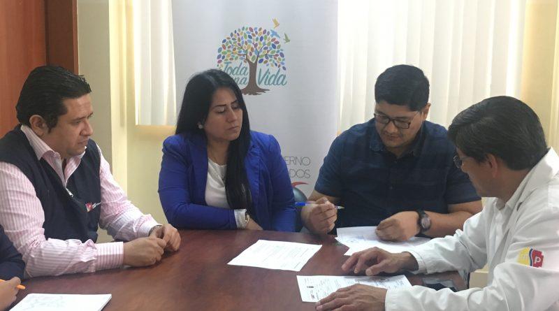 Hospital León Becerra tiene nuevo director médico