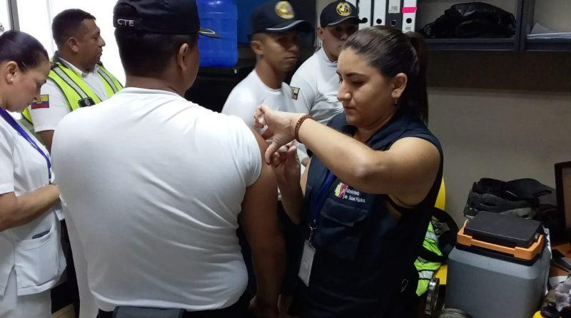 Distrital de Salud continúa con inmunizaciones.