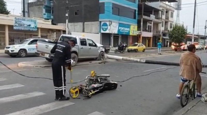 CHOQUE ENTRE MOTOCICLISTAS QUE HABRÍAN VENIDO ROBANDO CONTRA UNA CAMIONETA DEJA HERIDOS Y DAÑOS MATERIALES