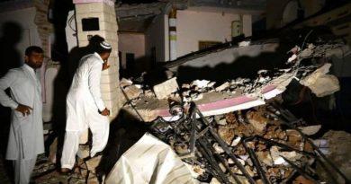 TERREMOTO DESTRUYE CASAS, VÍAS Y DEJA MUERTOS EN PAKISTÁN